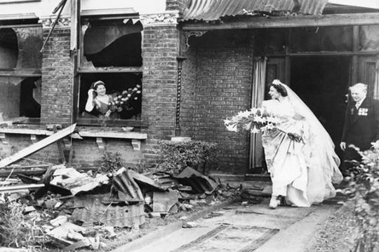 เจ้าสาวท่ามกลางซากปรักหักพัง ปี 1940