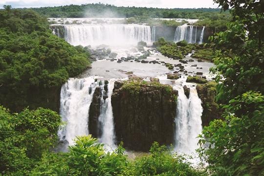 อุทยานแห่งชาติอีกวาซู (Iguazu National Park) – อาร์เจนตินา