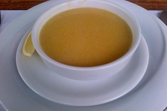 ซุปถั่วเลนทิล (Mercimek Corbasi) เมนูง่ายๆ ที่มีส่วนประกอบของถั่วเลนทิลและเครื่องเทศต่างๆ