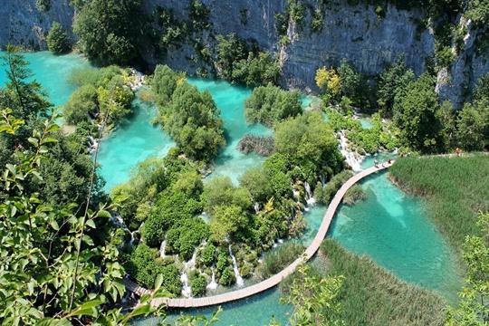 อุทยานแห่งชาติทะเลสาบพลิทวิเซ่ (Plitvice Lakes National Park) – โครเอเชีย