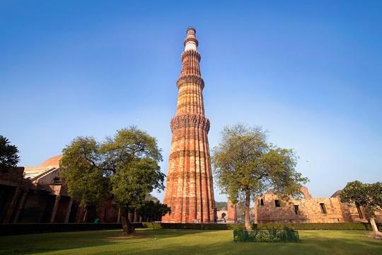 กุตุบมีนาร์ (Qutub Minar) – อินเดีย