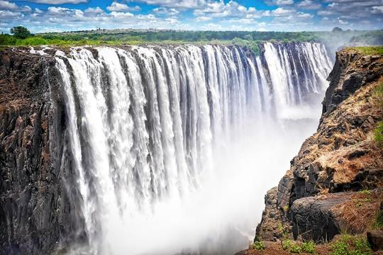 น้ำตกวิกตอเรีย (Victoria Falls) – แซมเบียและซิมบับเว