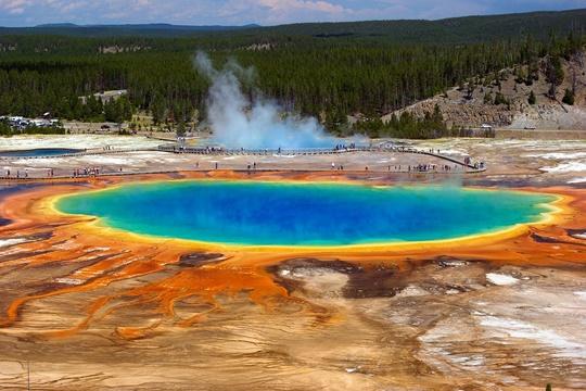 อุทยานแห่งชาติเยลโลว์สโตน (Yellowstone National Park) – สหรัฐอเมริกา