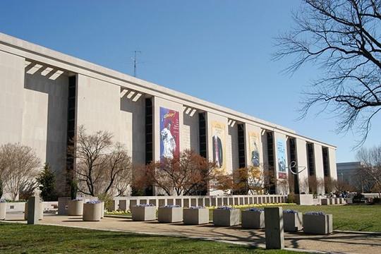 พิพิธภัณฑ์ประวัติศาสตร์อเมริกันแห่งชาติสมิธโซเนียน (Smithsonian National Museum of American History)
